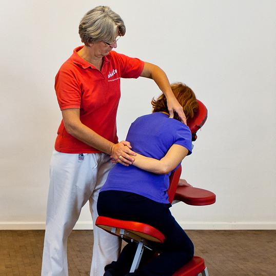 Shiatsu auf dem Mobilen Massagestuhl mit Edith Storch
